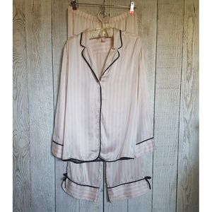 Victoria's Secret Silk Pajama Sleep Set | Medium